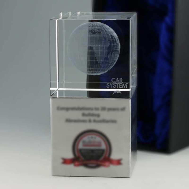 Kristallglas auf Aluminium-Sockel und 3D-Innengravur